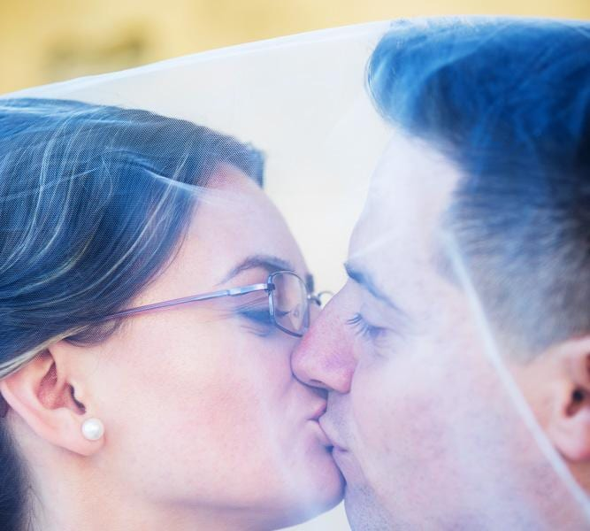 Fotograf nunta Sighisoara-Sarutul mirilor|RGB Studio